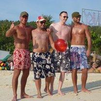 atrakcyjni faceci na plaży