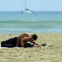 całowanie się na plaży