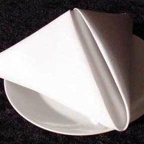 serwetka złożona w piramidę