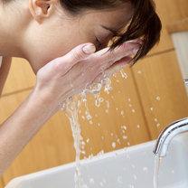 oczyszczanie twarzy w domu - krok 1
