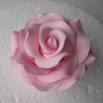 róża z lukru plastycznego