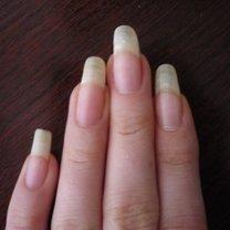 Długie, naturalne paznokcie