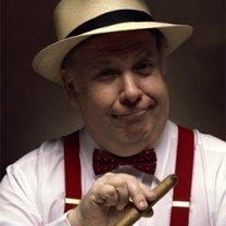 Mężczyzna palący cygaro