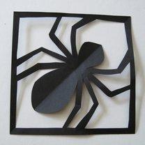 Gotowy pająk z papieru