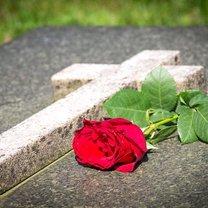 grobowiec z granitu
