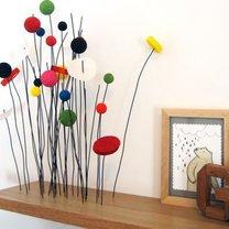 półka z drucianą dekoracją