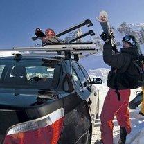 Przewożenie nart w samochodzie