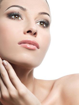 rozjaśnienie włosów na twarzy