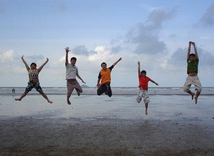 zdjęcie na plaży - podskok