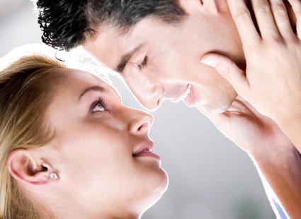 jak się całuje z języczkiem