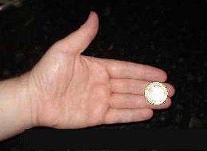 sztuczka z monetą - krok 1.