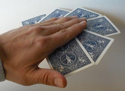 sztuczka z przyciąganiem kart