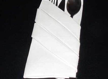 składanie serwetki na stół - krok 11.