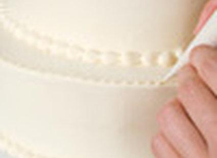 dekorowanie tortu weselnego - krok 5.