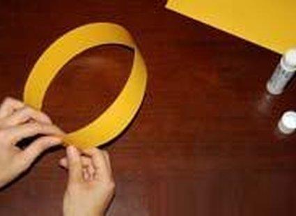 Robienie korony z papieru - 2