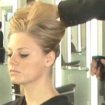Spryskiwanie włosów wodą z solą