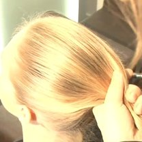 Zbieranie włosów w kucyk