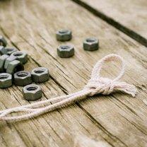 przygotowane sznureczki na bransoletkę