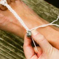 zaplatanie warkoczyka ze sznureczków