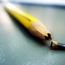 złamany ołówek
