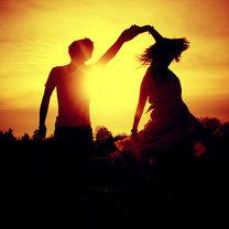 Taniec o zachodzie słońca
