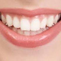 Białe zęby.