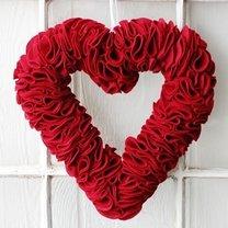 wieniec z filcu w kształcie serca