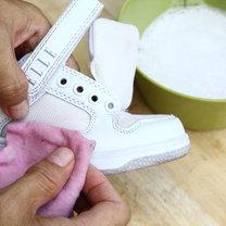 czyszczenie białych butów - krok 2