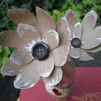 kwiatek z rolki po papierze toaletowym