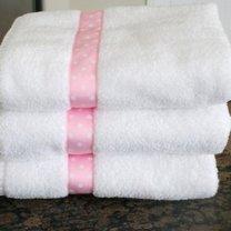 ręcznik ozdobiony wstążeczką