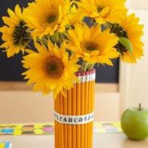 Wazon z kwiatami dla nauczyciela
