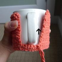 Szydełkowanie - sweterek na kubek 5