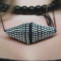 stożkowy naszyjnik z zamka