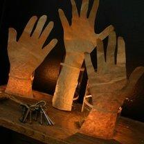 lampiony ręce