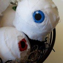 sztuczne oczy na Halloween