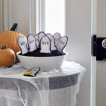 lizaki na Halloween – nagrobki