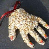 ręka z popcornu
