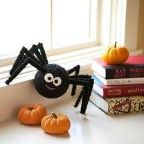 pająk z włóczki i kuli