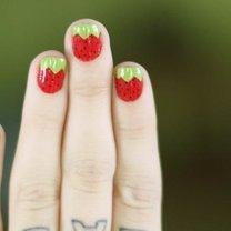 Wzór paznokci - truskawki