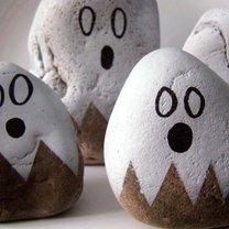 duchy z kamyków na Halloween