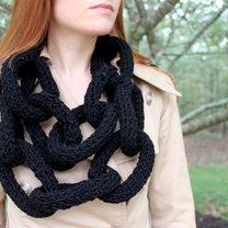 Szalik - łańcuch na drutach