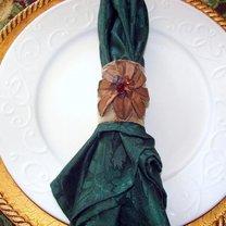 Pierścienie na serwetki z szyszek