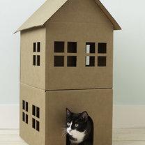 Domek dla kota z kartonu
