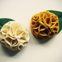 Broszka kwiat z filcu