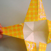 Robienie papierowej gwiazdy 8