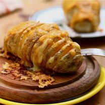 Pieczone ziemniaki z serem żółtym