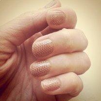 paznokcie pomalowane stemplem