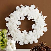 wieniec świąteczny ze śnieżynkami