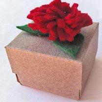 pudełko z kwiatkiem
