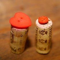 Stemple z korków po winie i guzików